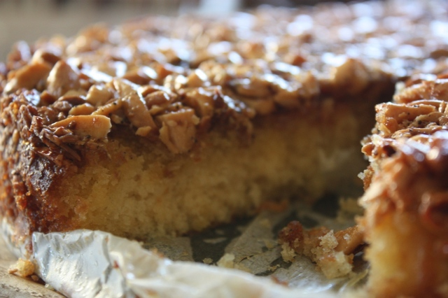 Caramel and almond cake 3