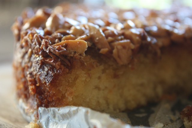 Caramel and almond cake 4